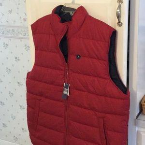 NWT Mens GAP reversible puffer vest.